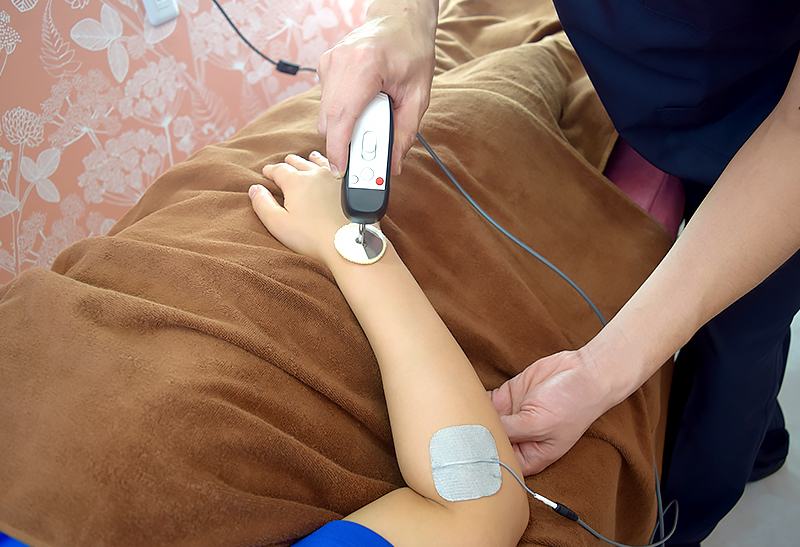 画像:ハイボルテージ治療